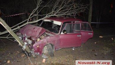 В Николаеве пьяный водитель на угнанном автомобиле слетел с дороги и врезался в дерево | Корабелов.ИНФО image 3