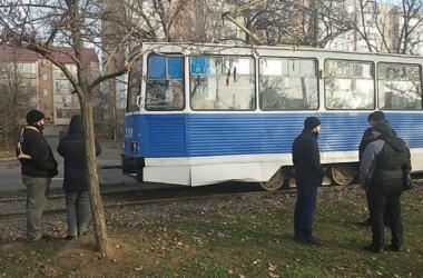 Трамвай сбил мужчину в Николаеве - пострадавший от полученных травм скончался | Корабелов.ИНФО