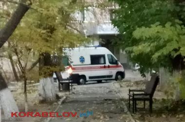 """""""скорая"""" у приемного отделения Николаевской горбольницы №5"""