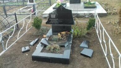 вандализм на кладбище в с. Прибугское