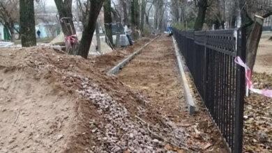 ремонт тротуара по ул. Океановской (вдоль 33 школы)