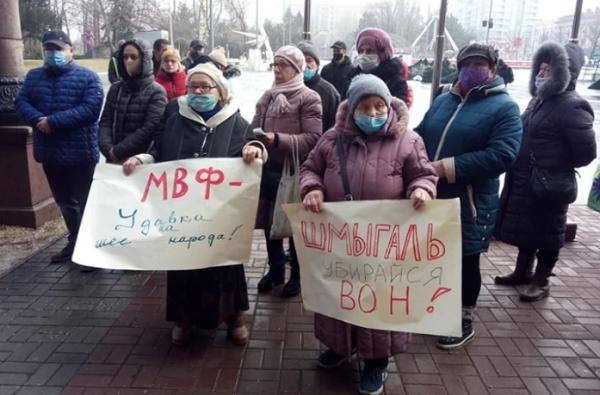 «Шмыгаль, убирайся вон!», - под горсоветом снова николаевцы снова протестуют против повышения тарифов   Корабелов.ИНФО image 3