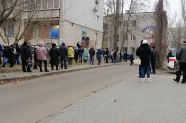 «Люди, ожидая очереди, стоят на улице», - о том, как жители Корабельного района сдают тесты на COVID-19   Корабелов.ИНФО