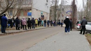 «Люди, ожидая очереди, стоят на улице», - о том, как жители Корабельного района сдают тесты на COVID-19 | Корабелов.ИНФО