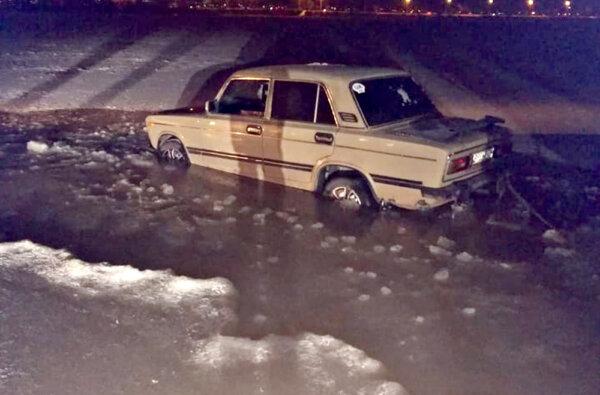 В Николаеве ВАЗ провалился под лед на реке   Корабелов.ИНФО