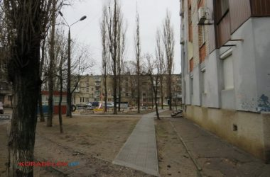 двор перед общежитием, пр. Богоявленский, 340/1