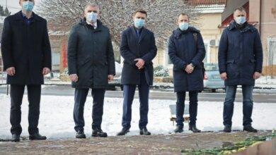 Чиновники в Николаеве почтили память студентов, погибших под Крутами   Корабелов.ИНФО