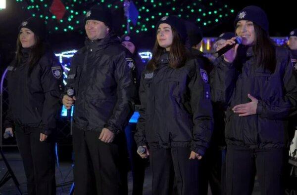 Как они поют! В Николаеве полицейский ансамбль исполнил рождественские композиции (видео) | Корабелов.ИНФО