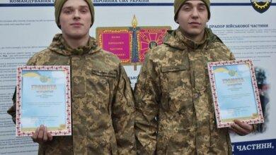 В Николаеве солдаты спасли девушку, которая во время морозов повредила ногу и потеряла сознание | Корабелов.ИНФО
