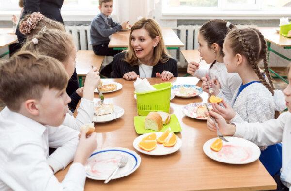В школьных столовых запретили продавать сосиски, кофе и чипсы: что вместо них и почему   Корабелов.ИНФО image 1