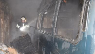 В Корабельном районе в гараже сгорел микроавтобус «ГАЗель» (Видео) | Корабелов.ИНФО