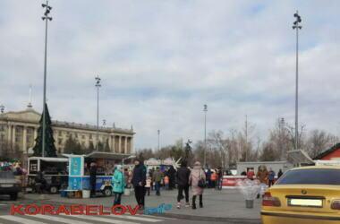 Во время праздников на Соборной площади в Николаеве предприниматели массово нарушали карантин   Корабелов.ИНФО image 2