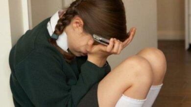 На Херсонщине школьники травили 13-летнюю одноклассницу, рассылая ее интимные фото | Корабелов.ИНФО