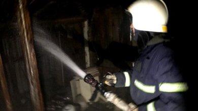 В Витовском районе пожарные спасли от уничтожения жилой дом, находившийся рядом с горящей хозпостройкой | Корабелов.ИНФО