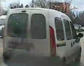 На проспекте Богоявленском Renault врезался в припаркованный автомобиль Nissan, после чего уехал | Корабелов.ИНФО
