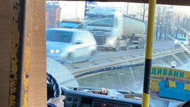 Водитель маршрутки №50 по-хамски отказал в проезде пенсионерке и выгнал ее из салона | Корабелов.ИНФО