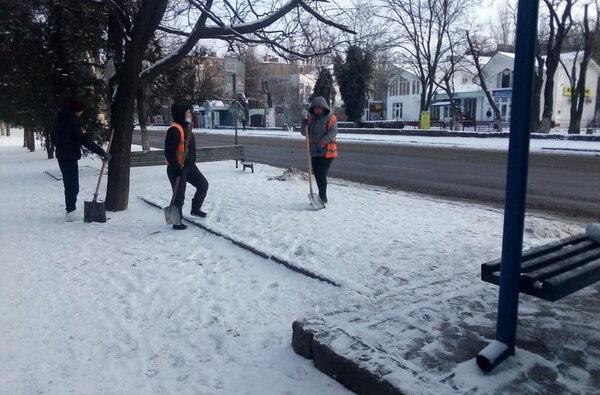 чистка остановок от снега