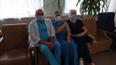 В Николаеве сделали первые прививки от коронавируса | Корабелов.ИНФО