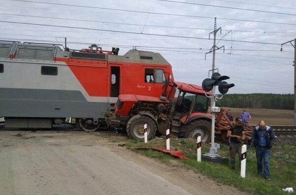Трактор врезался в локомотив под Николаевом | Корабелов.ИНФО