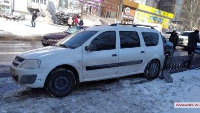 В Николаеве во время ДТП один из автомобилей чуть не въехал в группу детей (видео) | Корабелов.ИНФО