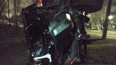 В Николаеве «Тойота» врезалась в дерево и перевернулась — водитель в больнице   Корабелов.ИНФО