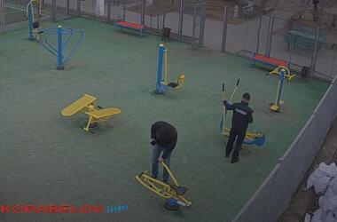 полиция на спортплощадке