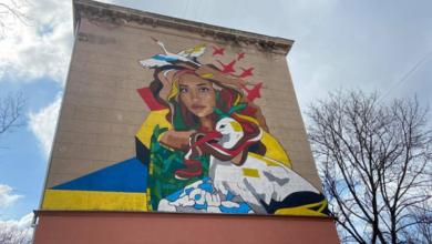 Скандал в Николаеве вокруг мурала с изображением жены Шария: начались столкновения (Видео) | Корабелов.ИНФО image 1