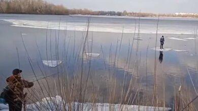 Рыбак при помощи спиннинга вытащил ребенка из реки, который оказался на льдине (видео) | Корабелов.ИНФО