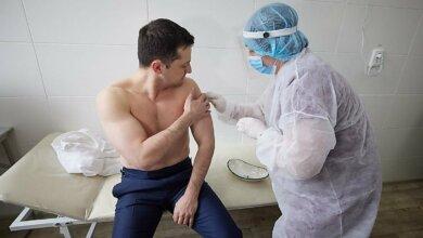 Зеленский вакцинировался от COVID-19 на передовой | Корабелов.ИНФО