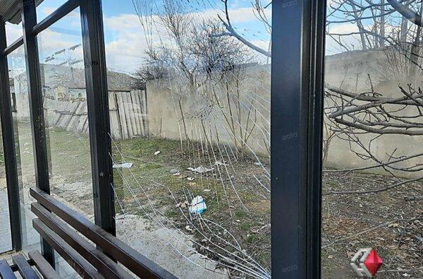 В Корабельном районе разбили стеклянный остановочный комплекс   Корабелов.ИНФО image 2