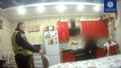 Житель Николаева пытался перерезать себе горло. Видео   Корабелов.ИНФО