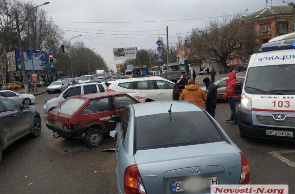 На проспекте  Богоявленском столкнулись три автомобиля — огромные заторы | Корабелов.ИНФО image 3