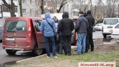 В Николаеве полиция задержала подозреваемого в незаконном хранении оружия. Видео | Корабелов.ИНФО