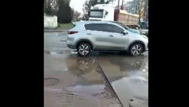 Недавно ремонтированный перекресток на пр. Богоявленском стал кошмаром водителей (видео)   Корабелов.ИНФО