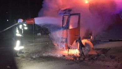 В Корабельном районе во время движения загорелся грузовик Mercedes | Корабелов.ИНФО