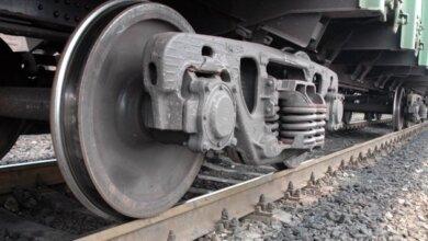 Женщина на Николаевщине едва не погибла под колесами поезда из-за наушников | Корабелов.ИНФО
