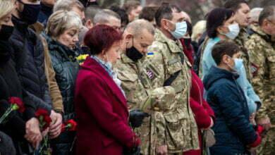 День украинского добровольца: в Николаеве возложили цветы. ФОТО | Корабелов.ИНФО image 4