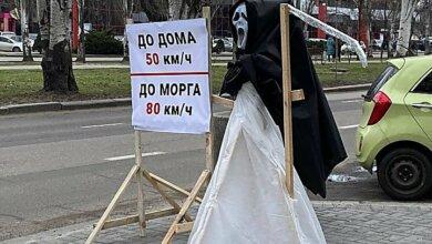 В Николаеве возле дорог поставили фигуры Смерти с косой   Корабелов.ИНФО