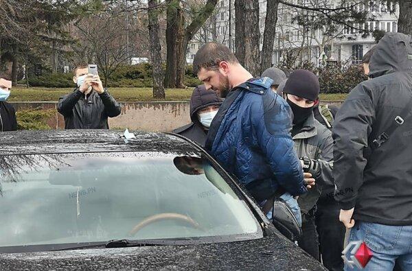 В Николаеве задержали мужчину при получении взятки за продажу диплома ВУЗа (Видео) | Корабелов.ИНФО image 4