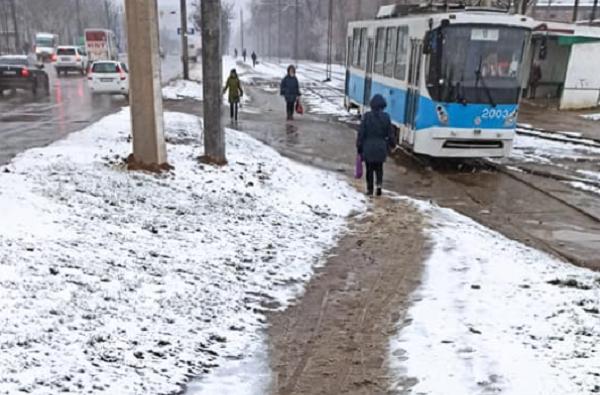 «Надоело ходить в грязи», - жители Корабельного просят сделать тротуар через Широкобальский мост (Видео)   Корабелов.ИНФО image 1