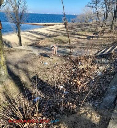 """""""А вокруг - срач. Это кошмар"""", - жители Корабельного района о мусоре и кучах листвы (видео)   Корабелов.ИНФО image 4"""