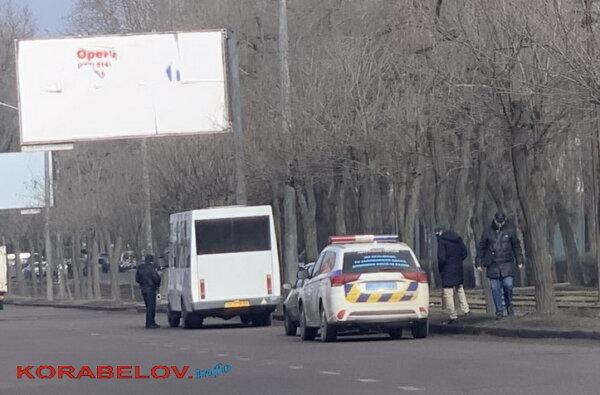 полиция штрафует маршрутчиков 22-02-21 за стоячих пассажиров