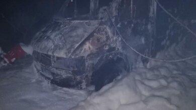 В Витовском районе ночью сгорел микроавтобус | Корабелов.ИНФО