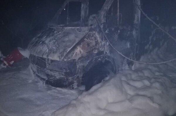 В Витовском районе ночью сгорел микроавтобус   Корабелов.ИНФО