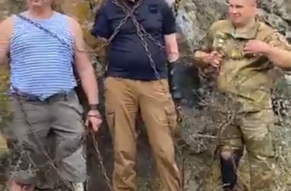 Ветераны АТО приковали себя цепями к скале на острове Бугский Гард, протестуя против его затопления | Корабелов.ИНФО image 3
