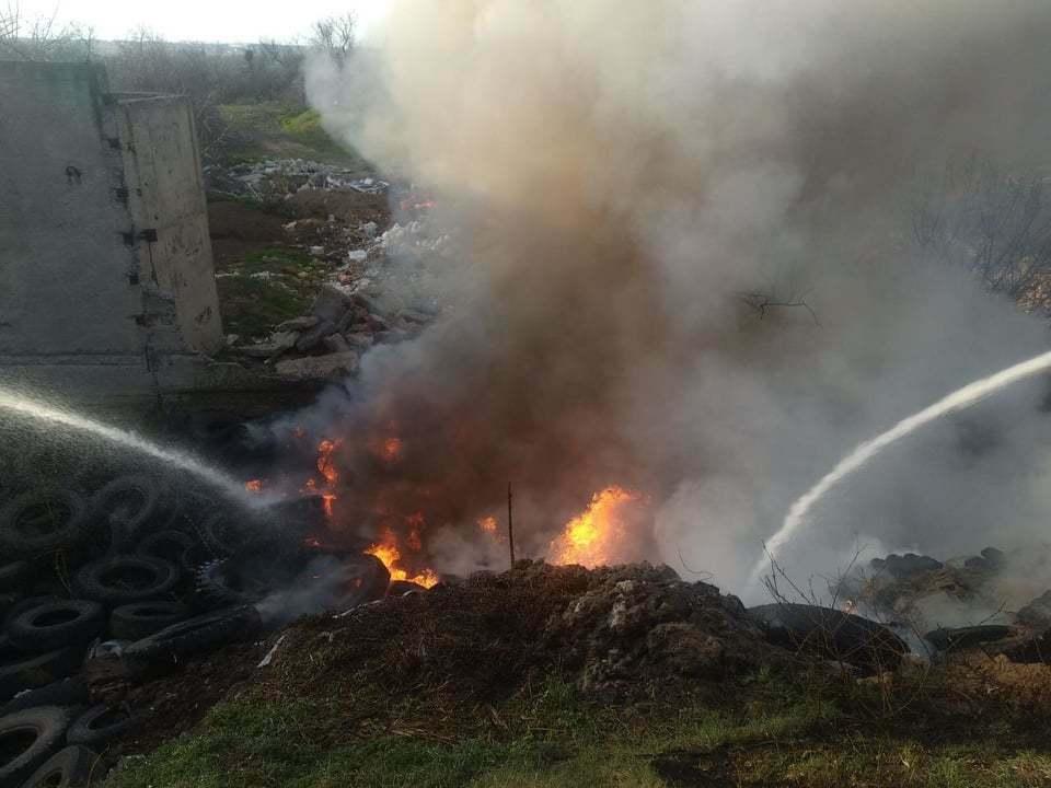 Пожар на 100 кв. м: на свалке в Корабельном районе жгли шины (Видео) | Корабелов.ИНФО image 3