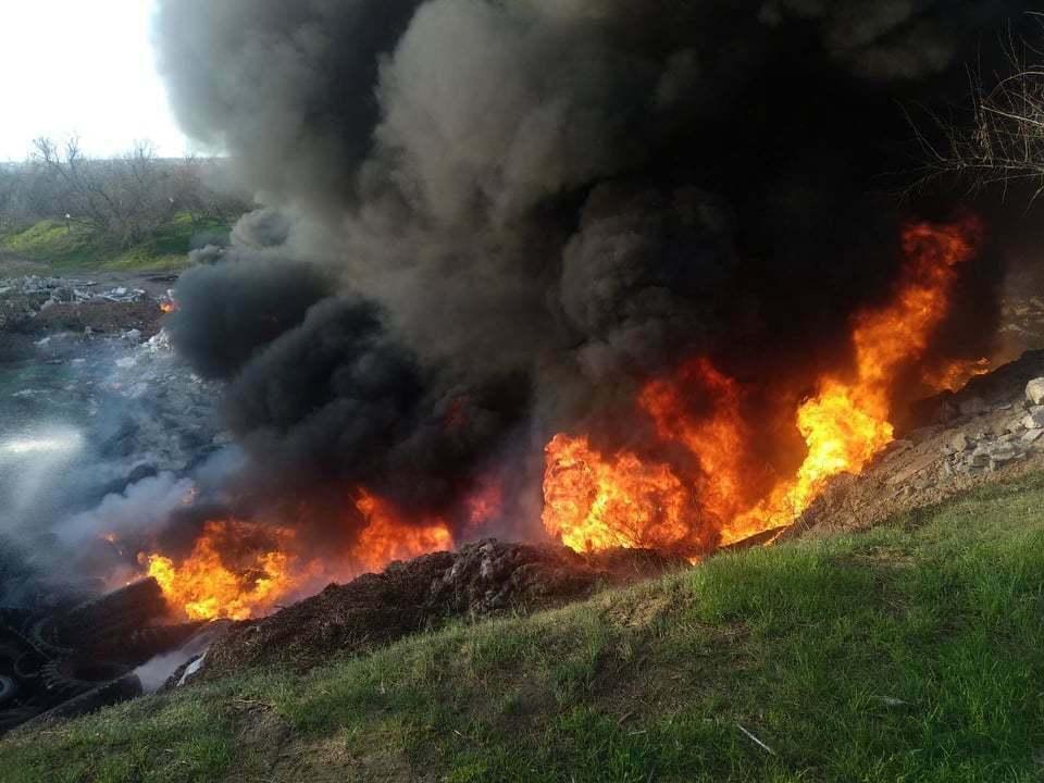 Пожар на 100 кв. м: на свалке в Корабельном районе жгли шины (Видео) | Корабелов.ИНФО image 2