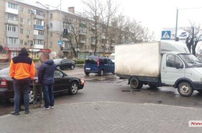 На проспекте Богоявленском столкнулись «Газель» и «Шкода»   Корабелов.ИНФО