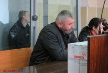в центре подсудимый - Виталий Барчук