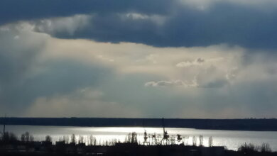 Корабельный район Николаева, небо над рекой и портами